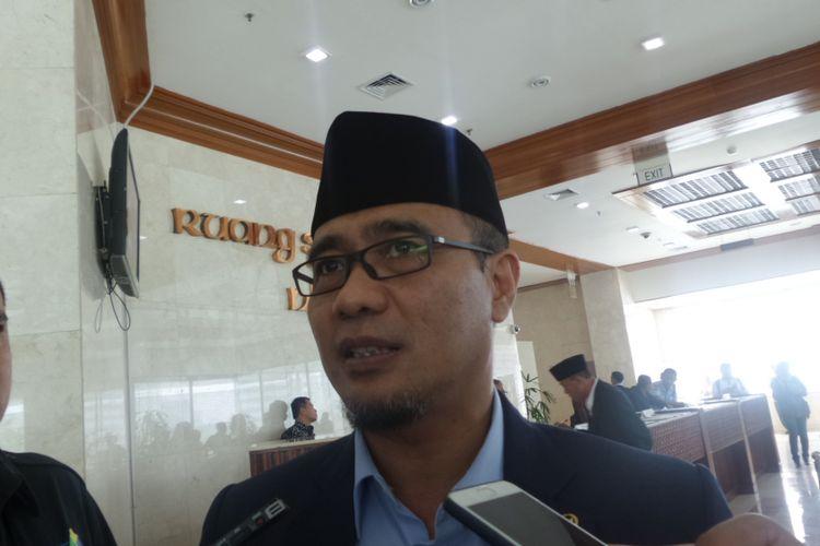 Sekretaris Fraksi Partai Hanura, Dadang Rusdiana di Kompleks Parlemen, Senayan, Jakarta, Selasa (5/12/2017).