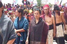 Ulos dan Tenun Ikat Kepala Warnai Karnaval Kemerdekaan Pesona Danau Toba