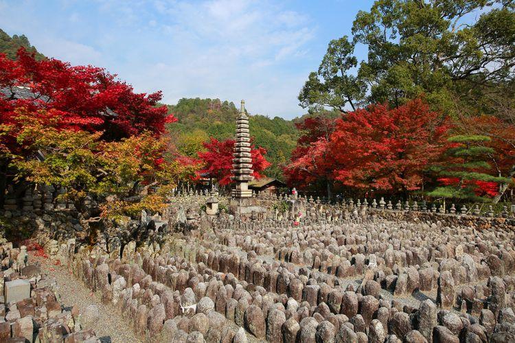 Ribuan patung di Kuil Adashino Nenbutsu-ji.