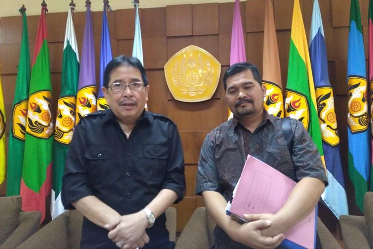 Kuasa Hukum MWA Unpad, Adrian E Rompis (kiri).