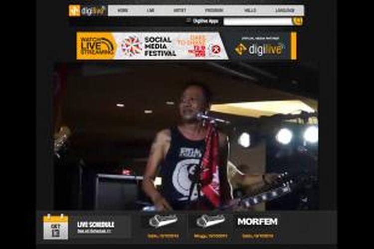 Digilive menayangkan konser grup musik SuperGlad secara live streaming, Sabtu (12/10/2013).