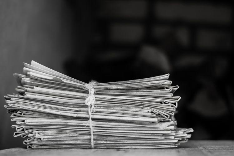 Ilustrasi setumpuk koran