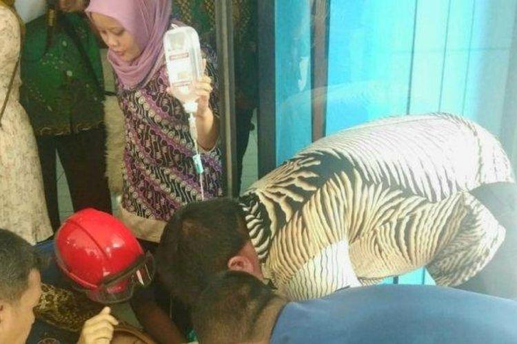Mulyani melahirkan bayi di depan kantor Planetarium, Taman Ismail Marzuki, Jakarta Pusat, Kamis (27/2/2020).