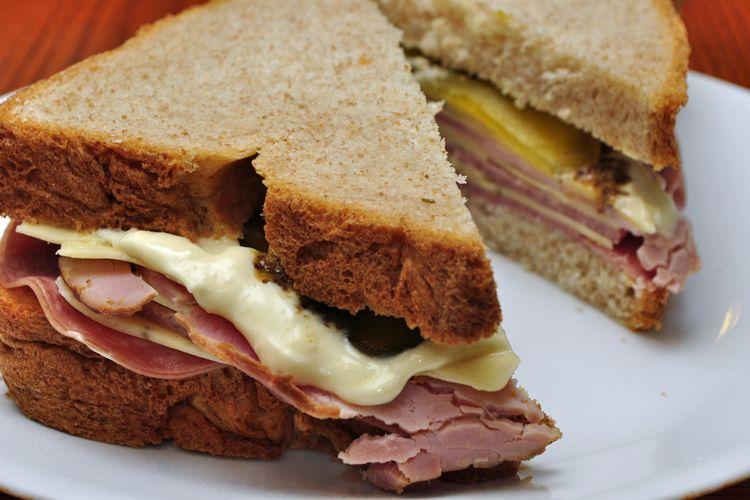 Sandwich cepat saja menyumbang karbondioksida yang berbahaya bagi perubahan iklim.