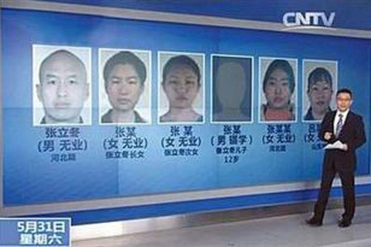 Sebuah stasiun televisi di China menampilkan foto para tersangka pelaku anggota sebuah sekte keagamaan yang memukuli seorang perempuan hingga tewas.
