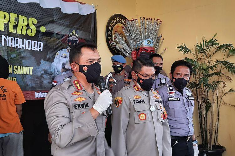 Kapolres Jakarta Timur Kombes Erwin Kurniawan saat memberikan keterangan pers.