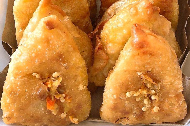 Martabak bihun dengan sambal pedas di Martabak Legend Surabaya.