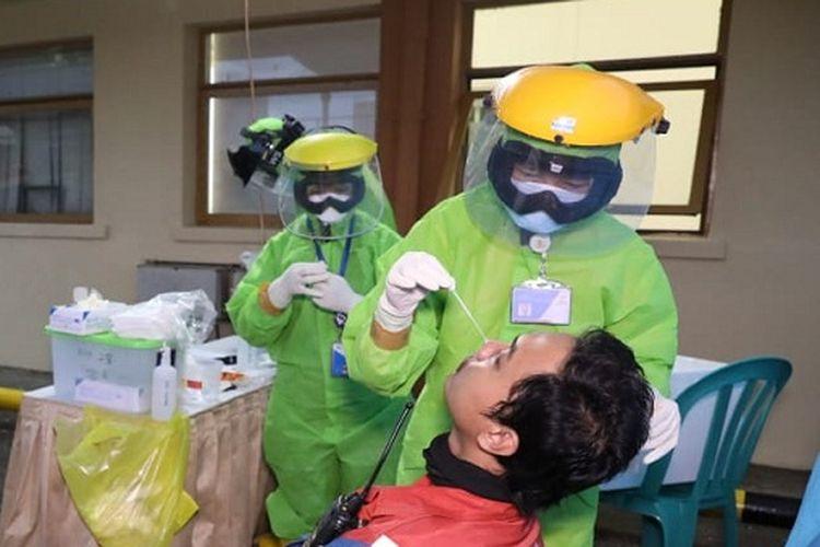 Tes PCR massal untuk 5.000 orang di Pertamina Cilacap, di Gedung Patra Graha, Jumat (4/9/2020).