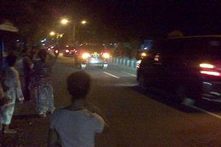 Konvoi mobil Presiden SBY saat melintas di Kecamatan Kraksaan, Kabupaten Probolinggo.