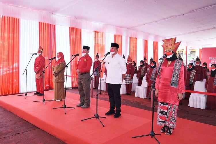 Vaksinasi Pelajar di SMA Negeri 2 Pulau Punjung, Dharmasraya, Sumatera Barat (Sumbar), Senin (13/9/2021).