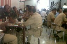 Nongkrong di Warung Kopi Saat Jam Kerja, PNS Bahas Pilgub Maluku