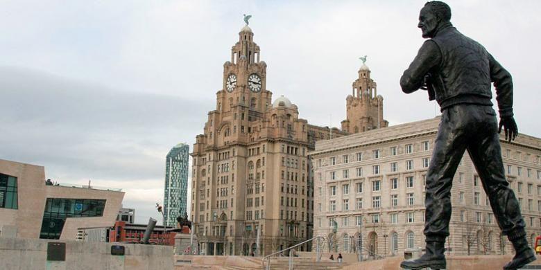 Salah satu sudut Kota Liverpool. Kota ini tidak melulu soal sepak bola dan musik. Kota ini juga menyajikan keindahan bangunan arsitektur Victorian yang mendominasi pusat kota dan karya seni kontemporer.
