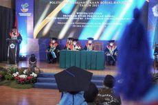 Kepada Lulusan Poltekesos Bandung, Risma: Ayo Kita Selesaikan Masalah Sosial