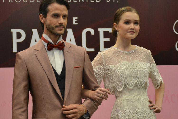 Model membawakan koleksi cincin kawin Frank & Co rancangan Sebastian Gunawan.