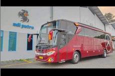 Perbedaan Bus Single Glass Adiputro dengan Model Double Glass