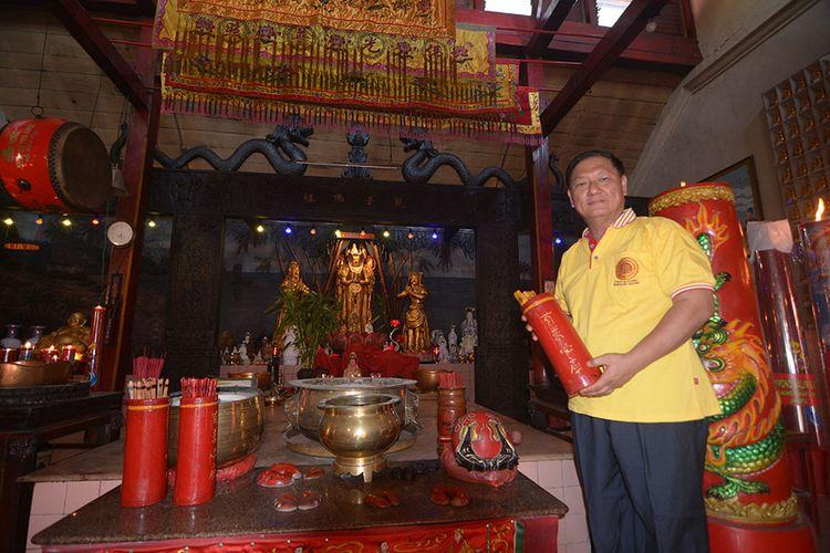 Kosala Mahinda, penjaga empat tempat ibadah di Vihara Avalokitesvara Dusun Candi, Desa Polagan, Kecamatan Galis, Kabupaten Pamekasan. Di Vihara Avalokitesvara, berdiri empat tempat ibadah umat Islam, Hindu, Buddha dan Konghucu.