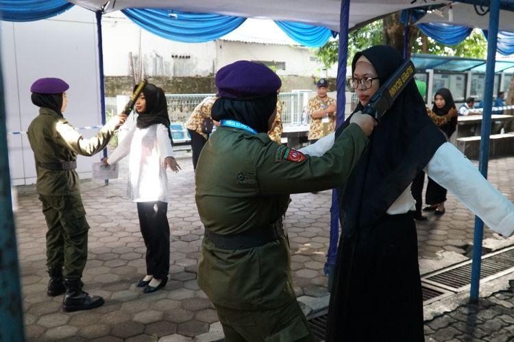 (ilustrasi) Suasana pemeriksaan body checking peserta CPNS di Udinus.