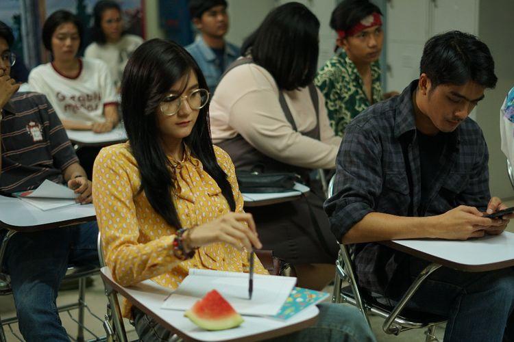 Christina Colondam dalam perannya sebagai Santi lewat film Koboy Kampus.