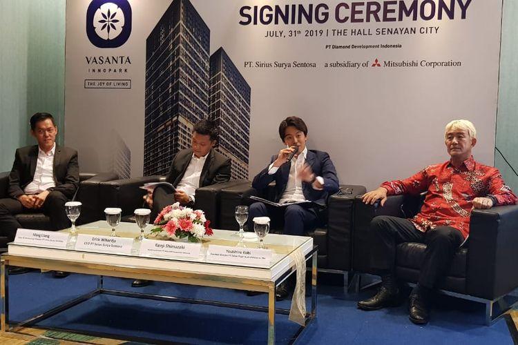 Signing Ceremony Sirius Surya Sentosa dan Mitsubishi Corporation Indonesia untuk proyek Vasanta Innopark. Dari kiri ke kanan Direktur Marketing SSS Ming Ling, CEO SSS Erick Wihardja, Managing Director MCI Kenzi Shimazaki, dan Presiden Direktur BFIE Yoshihiro Kobi, Rabu (31/7/2019)