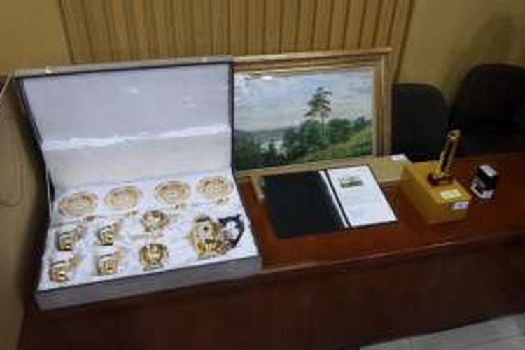 Barang-barang yang diduga hasil gratifikasi untuk Presiden Joko Widodo dikembalikan kepada Komisi Pemberantasan Korupsi (KPK), Jumat (28/10/2016).