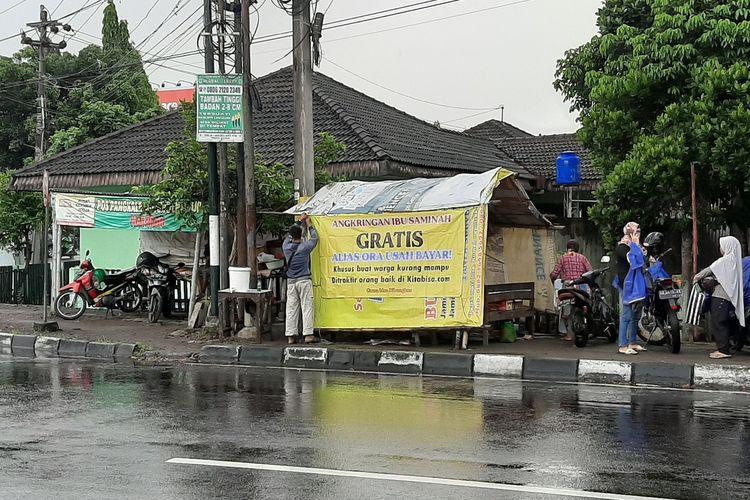 Angkringan gratis di Jalan Godean untuk membantu warga kurang mampu terdampak Covid-19