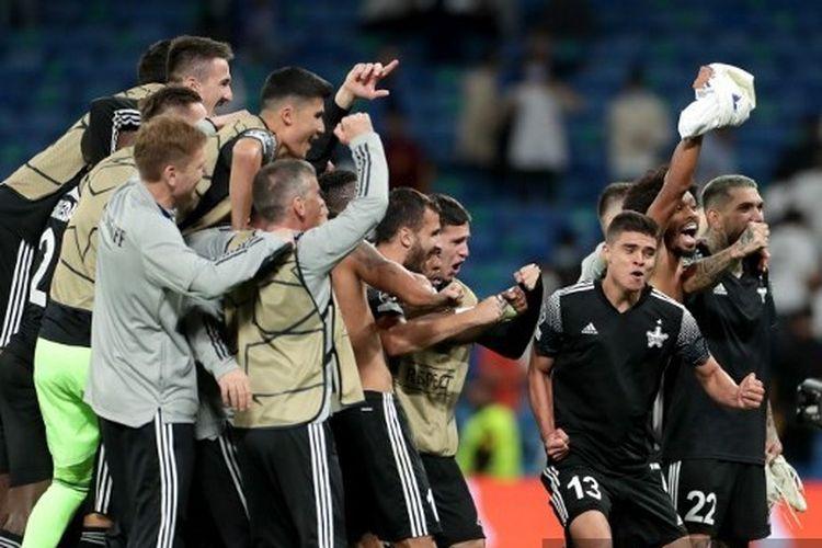Skuad FC Sheriff Tiraspol ketika merayakan kemenangan 2-1 atas Real Madrid di Stadion Santiago Bernabeu pada laga kedua Grup D Liga Champions, Rabu (29/9/2021) dini hari WIB.