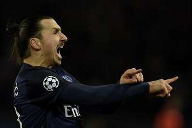 Striker Paris Saint-Germain, Zlatan Ibrahimovic, merayakan gol ke gawang Chelsea pada partai pertama babak 16 besar Liga Champions di Stadion Parc des Princes, 16 Februari 2016.