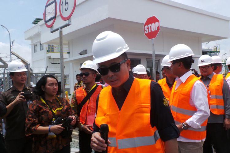 Menteri ESDM Ignasius Jonan saat meninjau fasilitas produksi gas di Lapangan Jangkrik, Handil Baru, Kalimatan Timur, Selasa (31/10/2017).