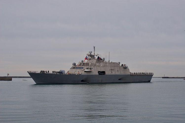 USS Little Rock saat berlayar di pelabuhan Buffalo, New York, AS.