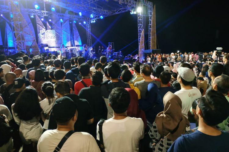 Suasana Senggigi Sunset Jazz 2018 yang digelar di Pantai Senggigi, Kabupaten Lombok Barat, NTB, Minggu (9/12/2018).