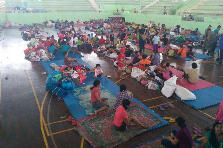 Suasana di pos pengungsi GOR Swecapura, Klungkung, Bali.