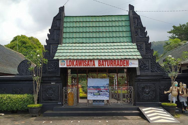 Pintu gerbang Lokawisata Baturraden, Kabupaten Banyumas, Jawa Tengah.