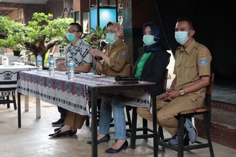 Walikota Tangerang Selatan, Airin Rachmi Diany saat memberi keterangan terkait pemasaran produk UMKM, Rabu (08/12/2020).