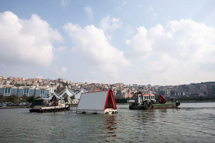 Sevince Bayrak dan Oral Gokta, founder SO? merancang dan membangun purwarupa sebagai tanggapan atas berkurangnya ruang akomodasi di Istanbul