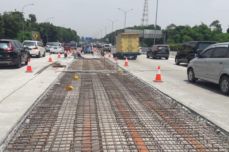 Pekerjaan perbaikan jembatan di Tol Jagorawi.
