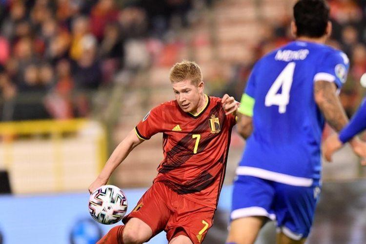 Kevin De Bruyne melepas tendangan pada pertandingan Belgia vs Siprus di Stadion King Baudouin dalam lanjutan kualifikasi Euro 2020, 19 November 2019.
