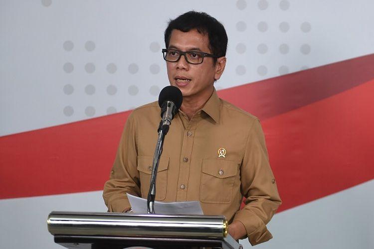 Menparekraf Wishnutama Kusubandio dalam konferensi pers di Jakarta, Sabtu (28/3/2020). Pemerintah akan memberikan fasilitas hotel dan transportasi gratis bagi 1100 tenaga medis penanganan virus corona. ANTARA FOTO/Akbar Nugroho Gumay/hp.