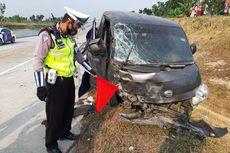 Mobil Pecah Ban Masuk Parit di Tol Ngawi–Solo, 2 Penumpang Tewas