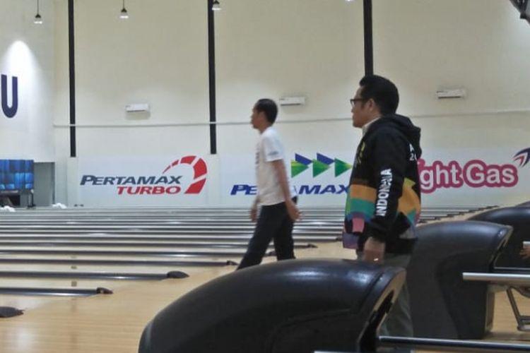 Jokowi dan Cak Imin, bermain bola Bowling di venus JSC, Palembang, Sumatera Selatan