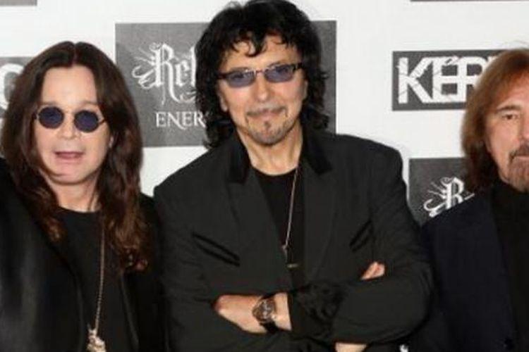 Ozzy Osbourne dan personel Black Sabbath yang tersisa.