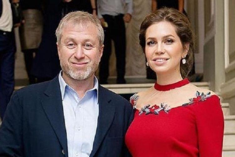Roman Abramovich dan Daria Zhukova. Pasangan ini memutuskan untuk bercerai setelah bersama selama 10 tahun.