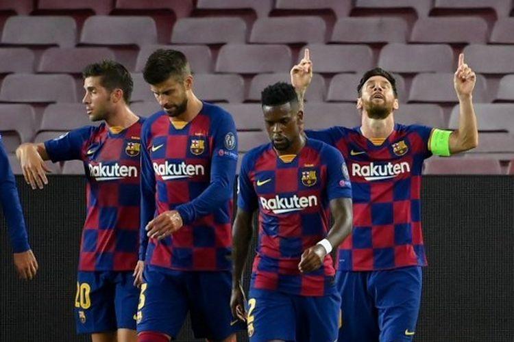 Lionel Messi (kanan) melakukan selebrasi usai mencetak gol dalam laga leg kedua babak 16 besar Liga Champions antara Barcelona dan Napoli di Stadion Camp Nou, Sabtu (8/8/2020) atau Minggu (9/8/2020) dini hari WIB.