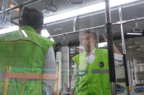 Tinjau Bus Baru, Jokowi dan Hatta Naik Bus Transjakarta Bareng