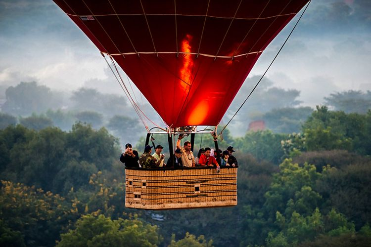 Naik Balon Udara di Bagan, Myanmar.