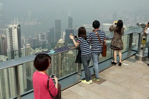 Pesona Cahaya dari Ketinggian Hongkong