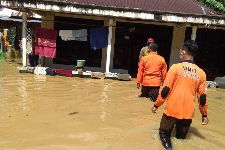 Banjir di Desa Prembun, Kecamatan Tambak, Kabupaten Banyumas, Jawa Tengah, Minggu (31/5/2020).