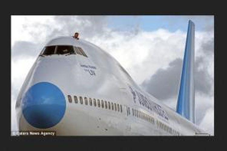 Pada 2006 lalu, Divs membeli pesawat berjenis Boeing 747-200 berkapasitas 450 kursi. Pesawat yang dibuat pada 1976 ini diubahnya menjadi penginapan bernama Jumbo Stay.