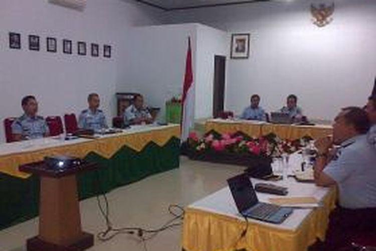 Seluruh kepala lapas dan kepala rutan di Sulawesi Tenggara, hadiri rapat koordinasi antisipasi dini aksi kerusuhan di dalam lapas dan rutan. Pertemuan itu dilakukan menyusul adanya kerusuhan di lapas Labuhan Ruku, Sumatera Utara