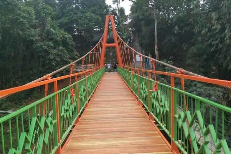 Jembatan Wiratman Karkasa yang menjadi pengganti jembatan gantung Indiana Jones di RT 012 RW 002 Kelurahan Srengseng Sawah, Jagakarsa, Jakarta Selatan, diresmikan, Kamis (16/8/2018).