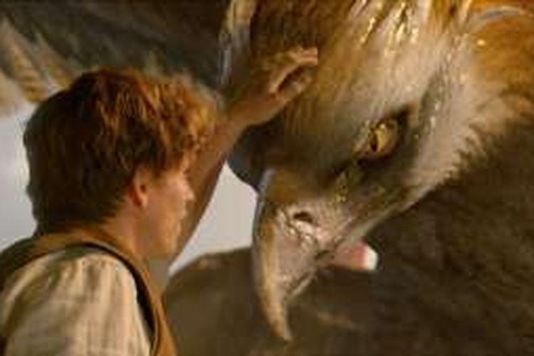 Eddie Redmayne bermain dalam Fantastic Beasts and Where to Find Them (2016)